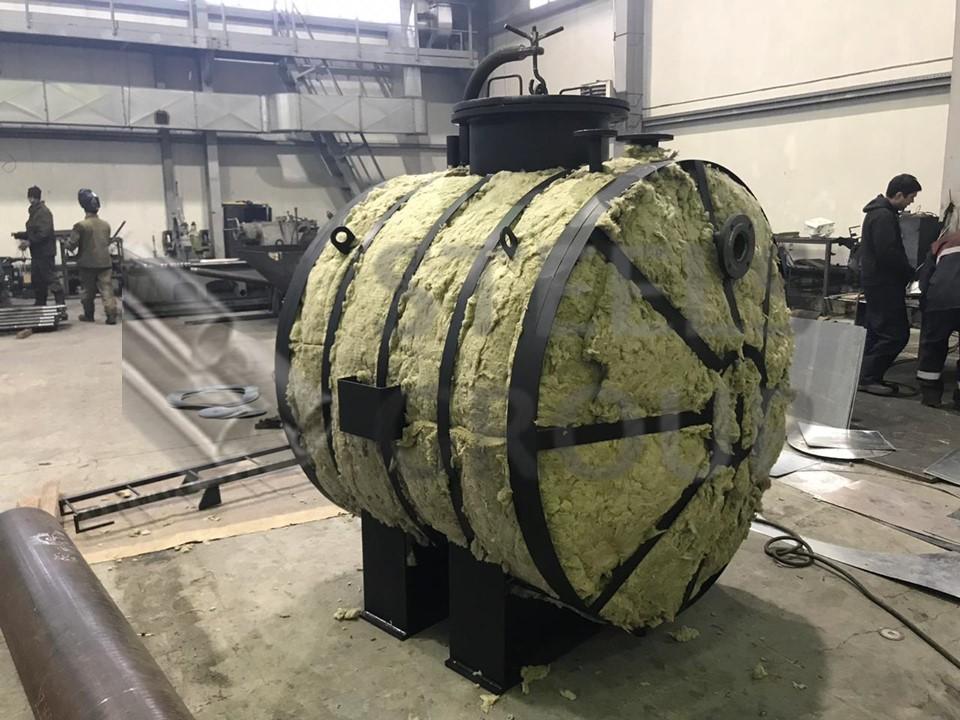 Бак с теплоизоляцией минеральной ватой и оцинкованной сталью